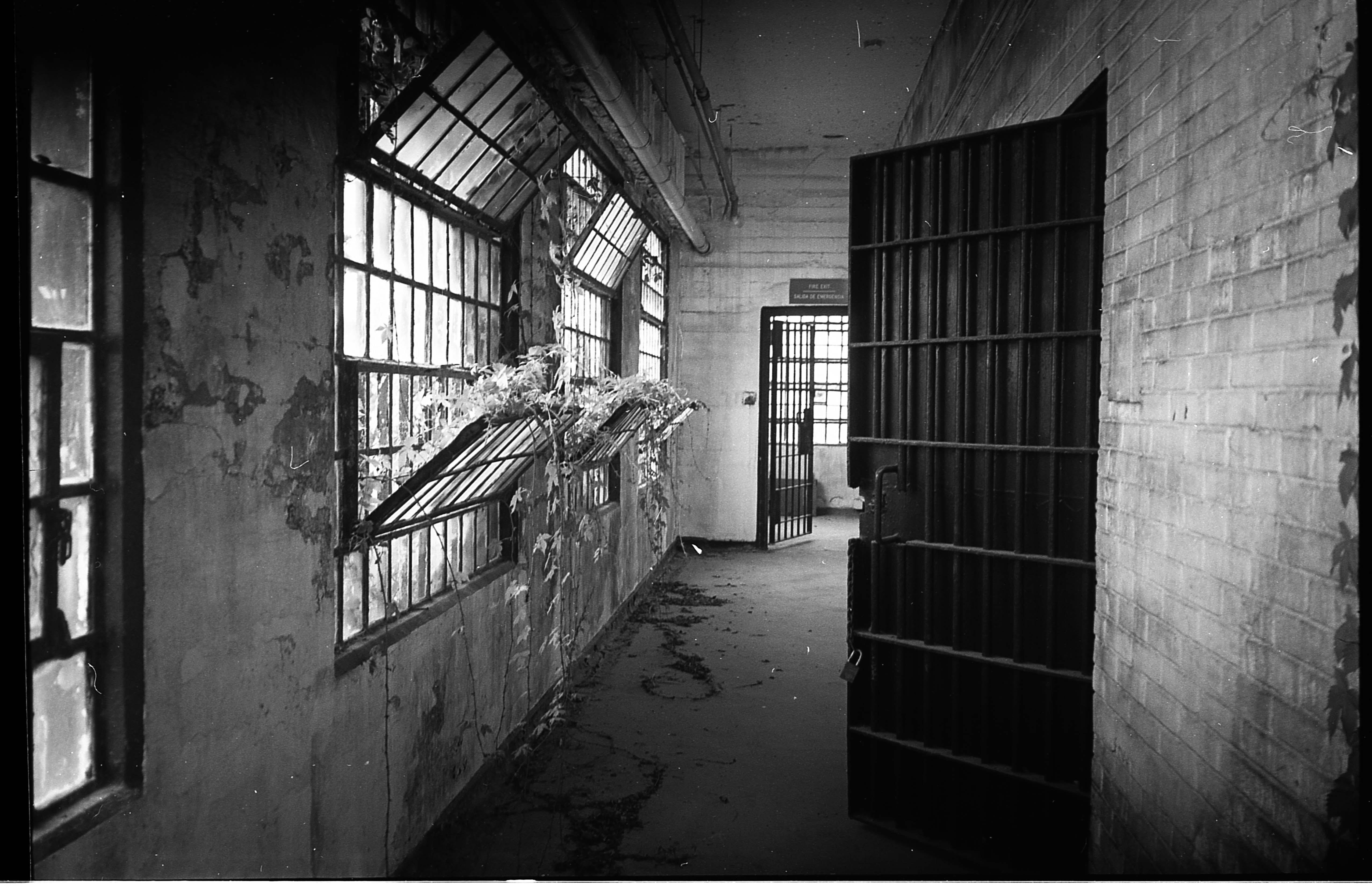 prisondoor